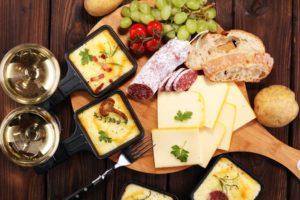 raclette als traditionelles essen in deutschland zu silvester
